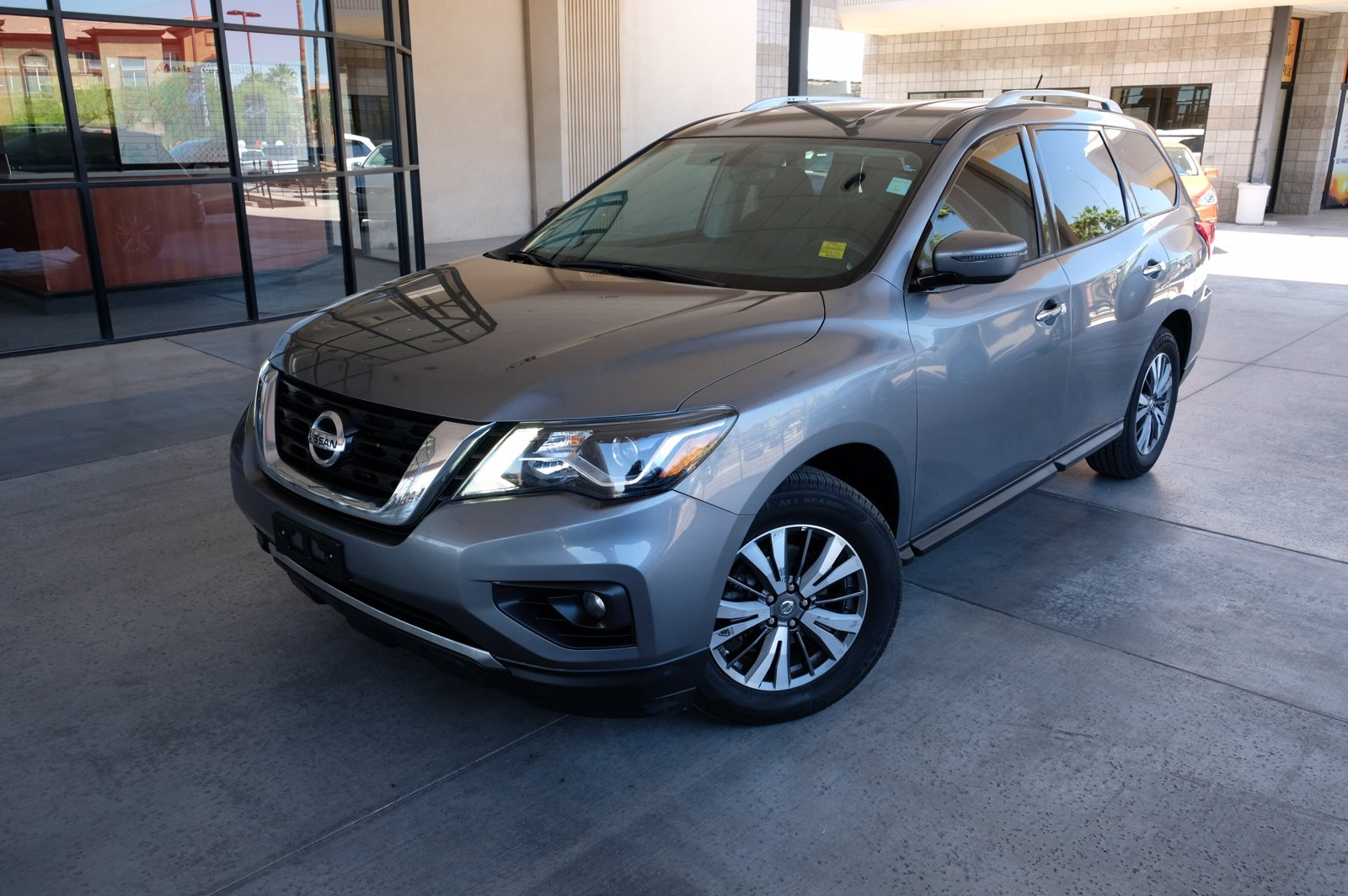 Pre-Owned 2018 Nissan Pathfinder SV 3 ROW